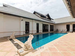 4 bedroom private Bali styla villa