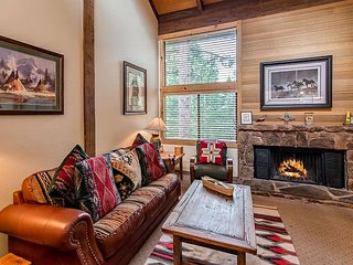 Ski, Snowboard or Hike: 2BR, 2BA Truckee Condo 1 Mile from Northstar