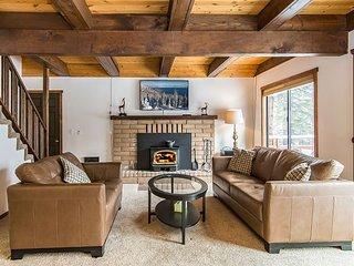 Spacious 5BR Tahoe Donner Cabin w/ Private Hot Tub + Resort Pool &  Tennis