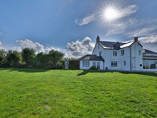 7 Bedroom Spacious House nr Port Isaac with Sea Views, Pool, Log Fire, Parking
