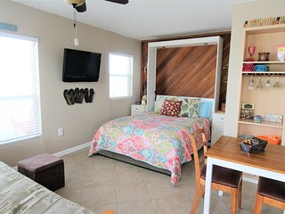 Bright Sea Rocket Gulf Front Condo w/ Free WiFi & Just Steps from the Beach