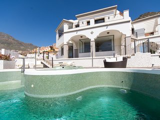 Luxury 5 Star Villa. Infinity Pool. Amazing Views. Jacuzzi. Air Conditioning.