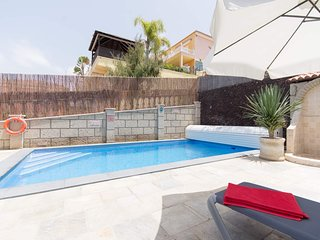 Beautiful 6 Bedroom Villa. Stunning Views. Private Heated pool. Las Americas.