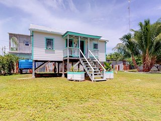 Two studios with spacious yard & deck, near ocean, shopping, dining
