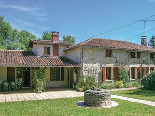 4 bedroom Villa in Saint-Martin-Chateau, Nouvelle-Aquitaine, France : ref 567463