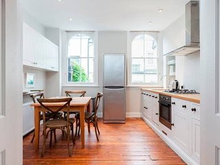 CCM1 A comfortable two bedroom in Kensington