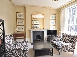CS1 Fabulous two bed on Canonbury Square