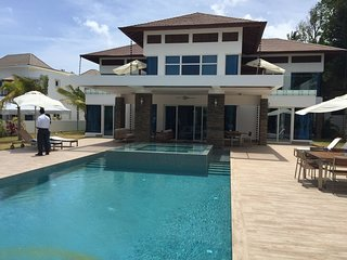 5 Bedroom Villa VIP service & private pool  in the Caribbean Sleeps 8-10