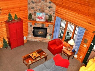Lutsen's cutest vacation home 1 mile to the ski hills with Lake Superior views!