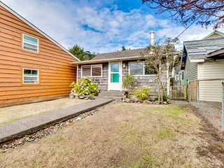 Quiet, centrally located beach cottage with full kitchen, internet!