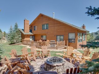 NEW LISTING! Spacious home w/ a full kitchen, furnished deck, & mountain views