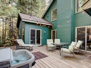 NEW LISTING! Woodsy cabin w/ hot tub, & shared pool-near the lake & dining