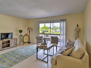 NEW! Updated Sarasota Condo 10 Mins to Siesta Key!
