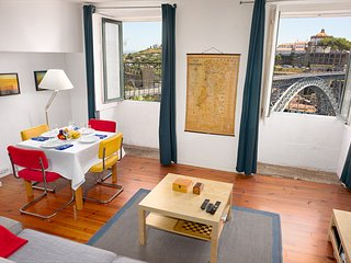 Charming Apartment with Views