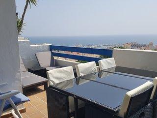Terrasse appartement avec vue Marina et 140° sur le mer