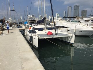 GREAT CATAMARAN FOR 6 PEOPLE + 2 EXTRAS