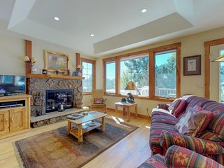 NEW LISTING! Cozy mountain home w/full kitchen, furnished deck & hot tub