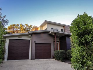 17 Naiad Court - Modern, open plan family home with covered outdoor area and dou