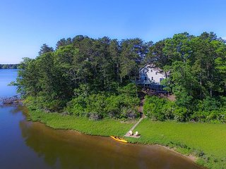 Three bedroom home sleeping 8 overlooking Swan Pond