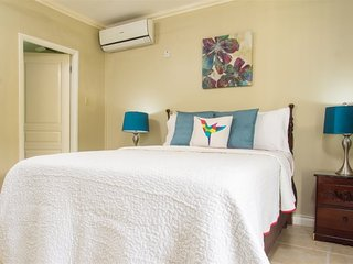 Jamaica Vacation Rentals - Quiet City Condo, New Kingston