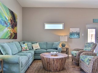 NEW LISTING!  Stylish Townhome  w/ Private Patio, Pool Access & Great Views
