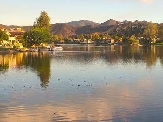Westlake Village Showcase Executive Lake Townhouse - Townhouse