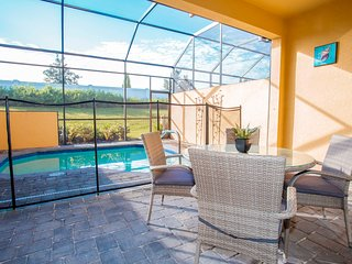 Marvelous 4 Bedroom w/ Screened Pool Close to Disney 278