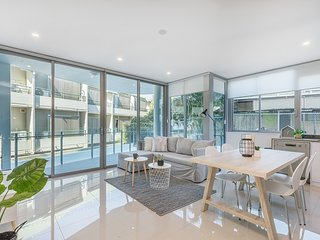 Top Location In South Brisbane | Comfy 2Bed 2Bath + FREE PARKING