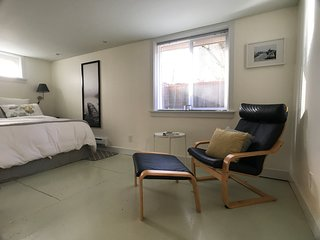 Spacious Inner SE Private Guest Suite