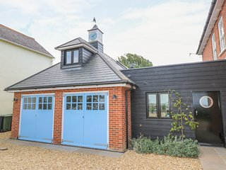 WINDY RIDGE COTTAGE, private beach access, freestanding bath, sea views, in Yarm