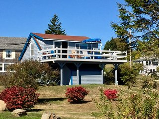 Blue Heron - Classic Maine Cottage with astonishing easterly views.
