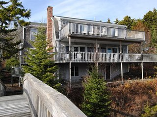 Beautifully decorated, spacious, oceanfront home.