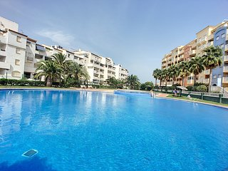 2nd floor sea view apartment, free wifi, communal pool, tennis