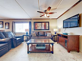 2-Minute Walk to Beach! 2BR in San Andres Condos w/ Pool, Spa & Grill Area