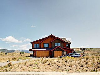 3 Outdoor Areas w/ Continental Divide View! New 4BR by Pole Creek Golf Club