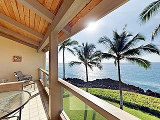 Lanai w/ Dazzling Oceanfront Views! Luxe 2BR + Loft w/ Pool, Walk to Dining