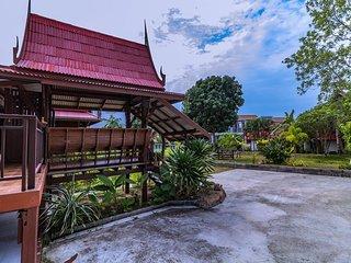 Casa Tipica Thai, situada en el pueblo de Choeng Mon en Koh Samui.