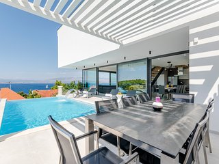 3 bedroom Villa with Pool and WiFi - 5674813