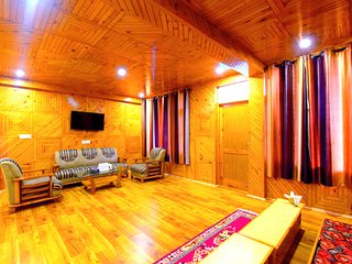 6 Bedroom apartment with valley view by Pause At Manali
