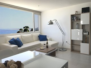 Fabulous upper floor apartment with stunning sea views. 2 bedrooms. WIFI 24h