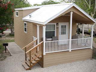 Perfect Family Cottage in Hill Country RV Resort