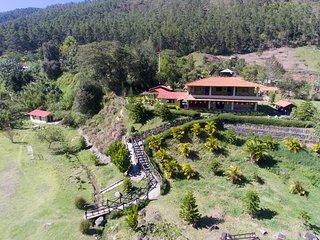Centro de Visitantes Edwin Gomez / DESDE EL MEDIO