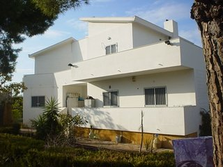 Apartment in villa 700 mt from the sea