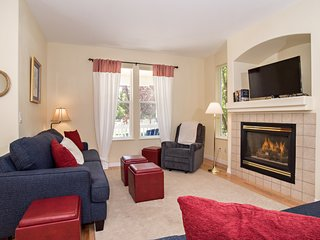 Beautifully Appointed Home with Fireplace, Near Skiing, Great for Families!