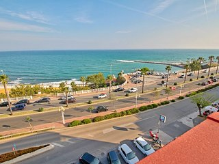 Spacious and beautiful apartment on the beach in Benalmadena