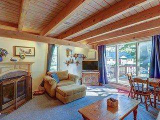 Family-friendly condo with easy ski lift access, seasonal pool, & great location
