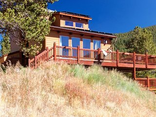 LOWER RATES: Full Home w/ Semi-Private Lockoff - 5 mi to Breck from Blue River!