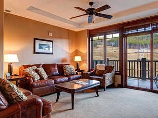 Two Bedrooms Plus Den & 2 Baths in Crystal Peak Lodge - New Luxury on Peak 7 Fac