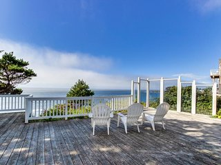 NEW LISTING! Dog-friendly oceanfront house w/amazing ocean views & entertainment