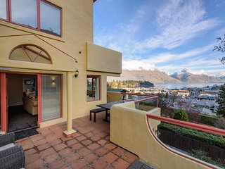 5 minute walk to Queenstown CBD
